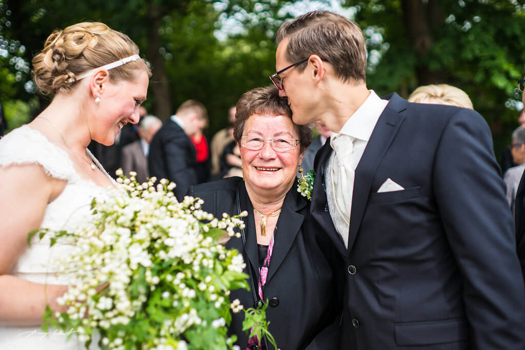 glückwünsche zur hochzeit fotografie brautpaar kapelle hanstedt hochzeitsgäste
