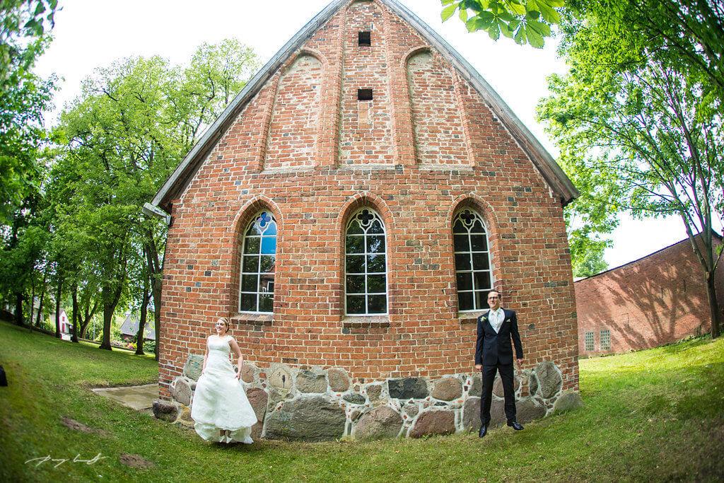 braut und bräutigam hochzeitsshooting hanstedt brautpaar nach der trauung