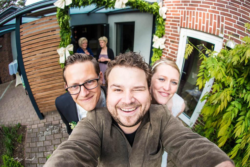 hochtzeitsfotograf mit braut und bräutigam holdenstedter hof brautpaar hochzeitsfeier uelzen hochzeit