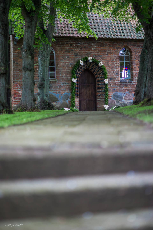 eingang zur kapelle hochzeit kapelle hanstedt trauung